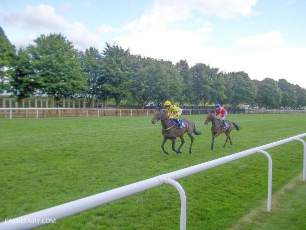 race day racecourse_-4