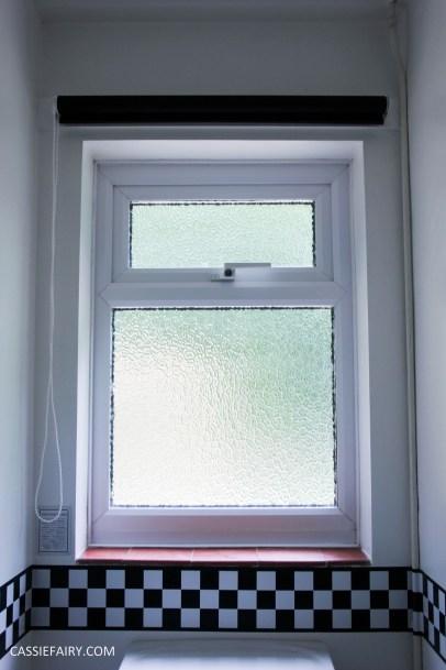 black and white bathroom interior design inspiration blinds-4