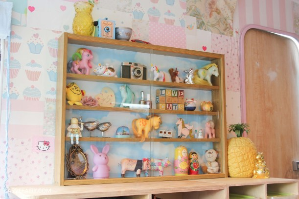 diy display cabinet makeover for vintage caravan_-25