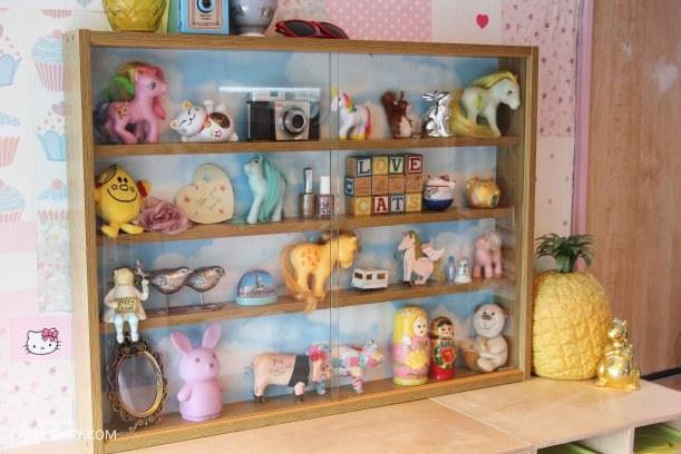 diy display cabinet makeover for vintage caravan_-26