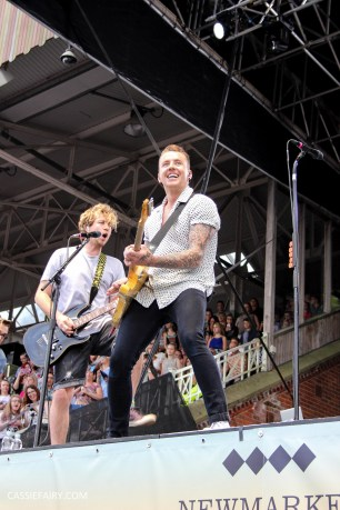 newmarket-racecourse-summer-saturdays-race-day-music-event-mcbusted-10