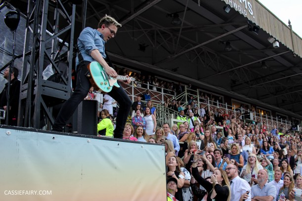 newmarket-racecourse-summer-saturdays-race-day-music-event-mcbusted-12