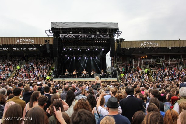 newmarket-racecourse-summer-saturdays-race-day-music-event-mcbusted-14