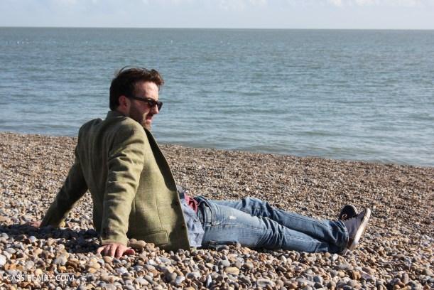 menswear mens fashion styling a tweed jacket casual beach autumn winter-9