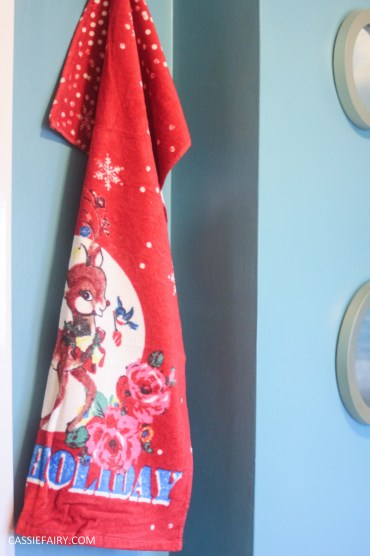 festive bathroom touches accessories towels-7