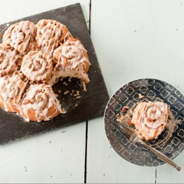 A Handy Guide to Cake Tins