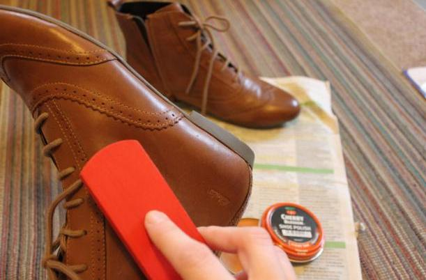 cleaning-polishing-leather-shoes-protected-money-saving