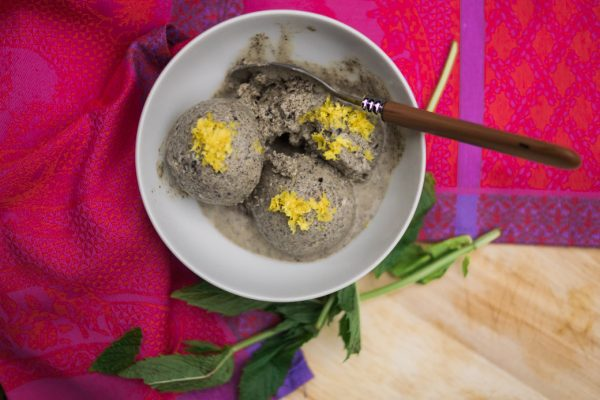 Recipe-ebook-summer ice cream black sesame seeds and lemon