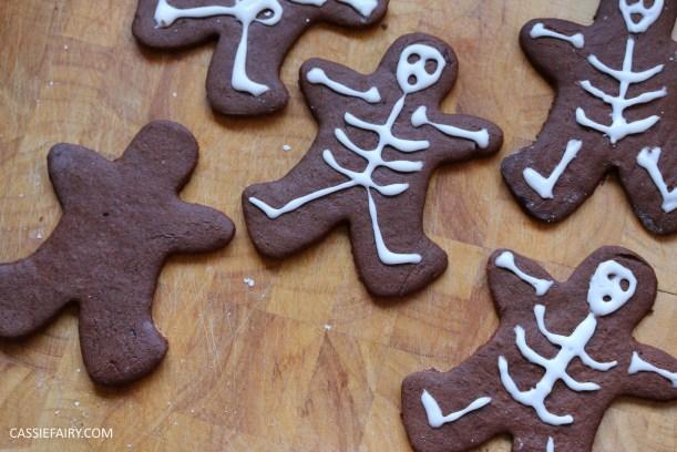 diy-halloween-cookie-recipe-chocolate-gingerbread-men-skeletons-treat-dessert-pudding-10