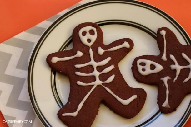 diy-halloween-cookie-recipe-chocolate-gingerbread-men-skeletons-treat-dessert-pudding-13