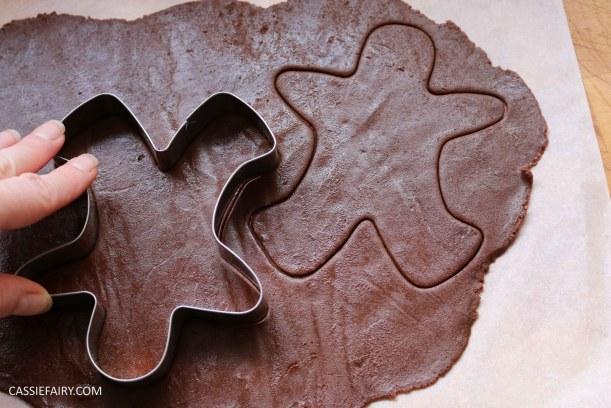 diy-halloween-cookie-recipe-chocolate-gingerbread-men-skeletons-treat-dessert-pudding-7