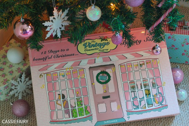 12-days-of-christmas-beauty-advent-calendar-vintage-cosmetics-1-of-7