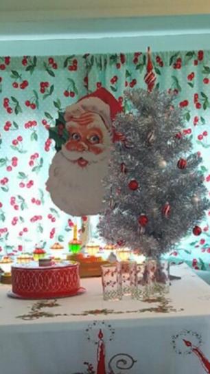 1967-sprite-caravan-renovation-makeover-project-christmas-holidays-festive-decorations-1