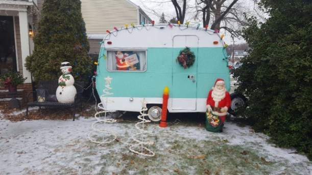 1967-sprite-caravan-renovation-makeover-project-christmas-holidays-festive-decorations-6