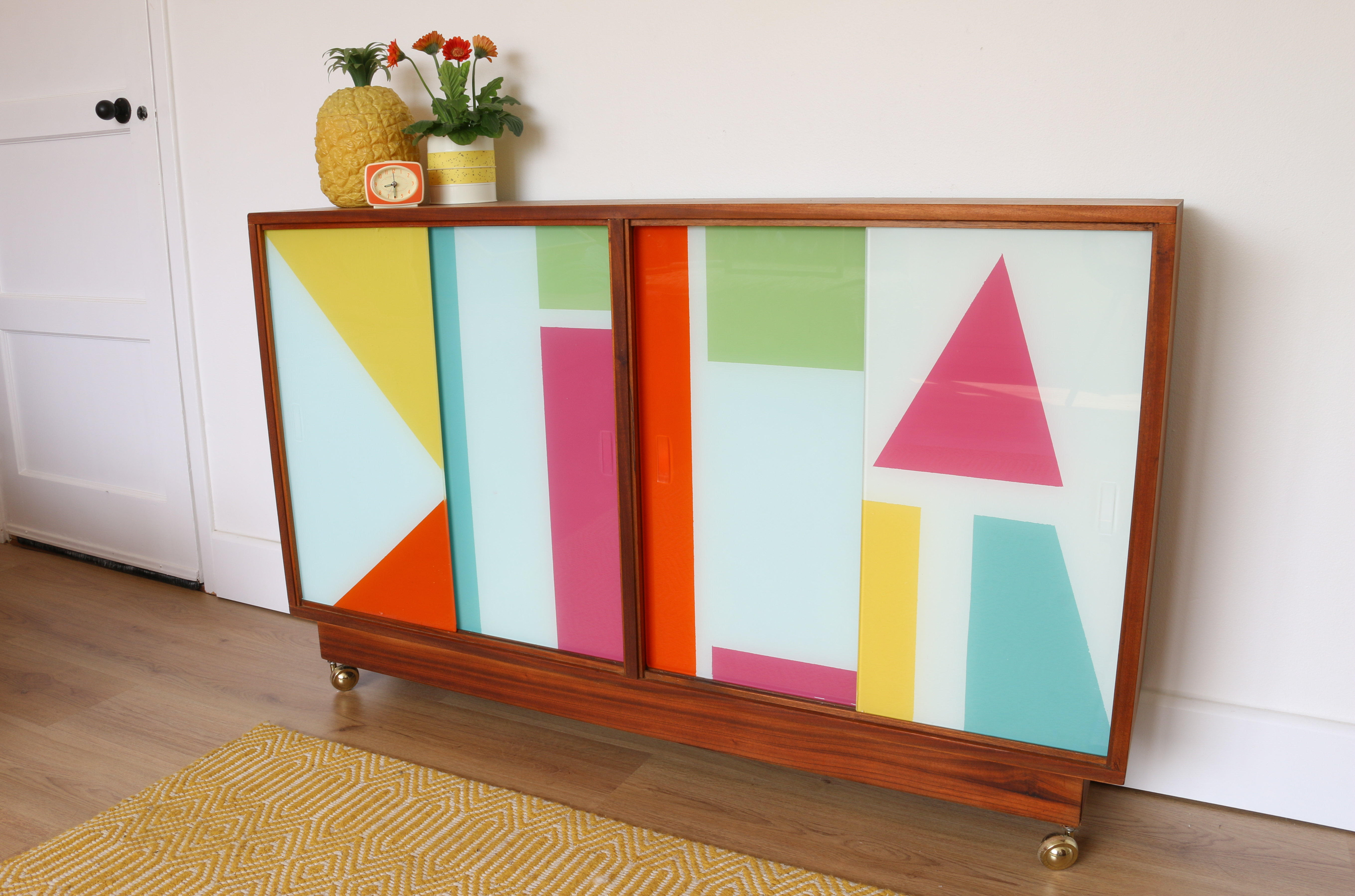Step By Step Video How To Paint Glass Cabinet Doors