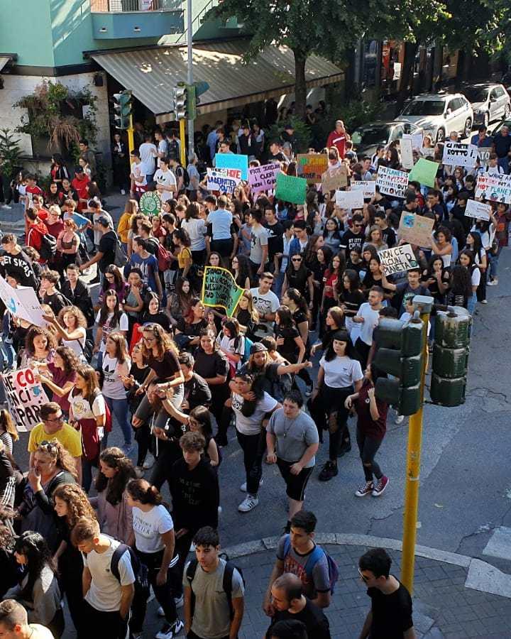 Cassino – Studenti in piazza contro il degrado delle strutture scolastiche