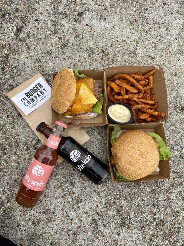 Momambition horeca groningen : compositie fastfood lokale producten Blaerkoppen burger hamburger groningen