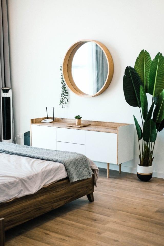 slaapkamer met spiegel en kast momambition.nl