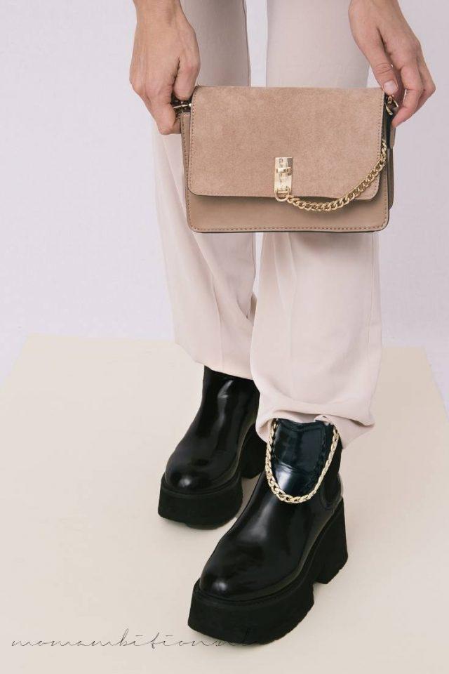 zwarte schoenen combineren met een neutrale outfit