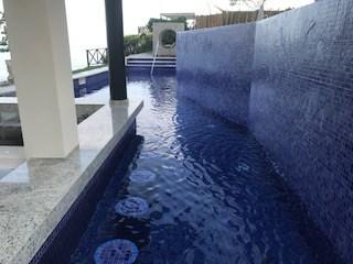 swim up bar on the pool