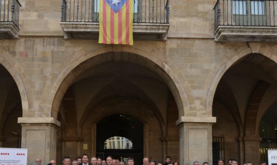 """Municipis de la catalunya central es sumen a la campanya """" Signa un vot per la independència"""