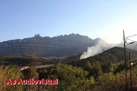 El foc vist des de l´Estaciíó de la RENFE a Castellbell i el Vilar