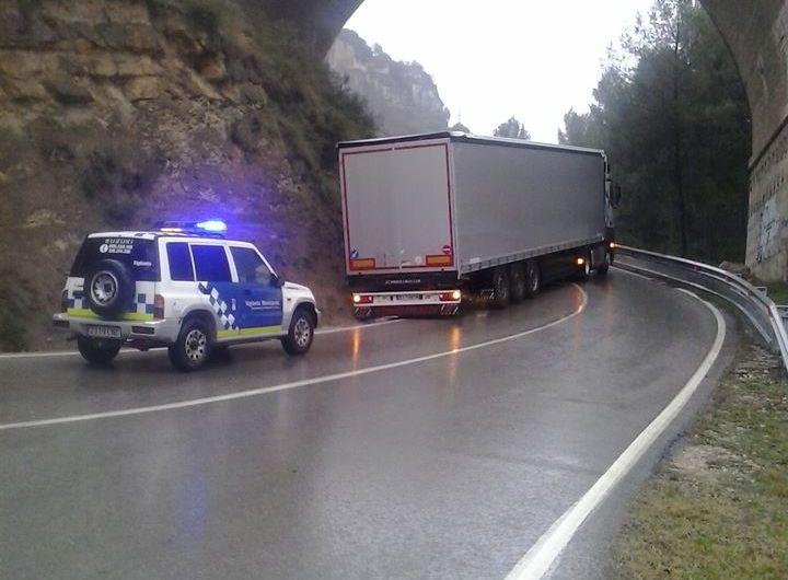 Denuncien a un conductor d´un camió per que va fer tisora a la carretera del Castell de Castellbell