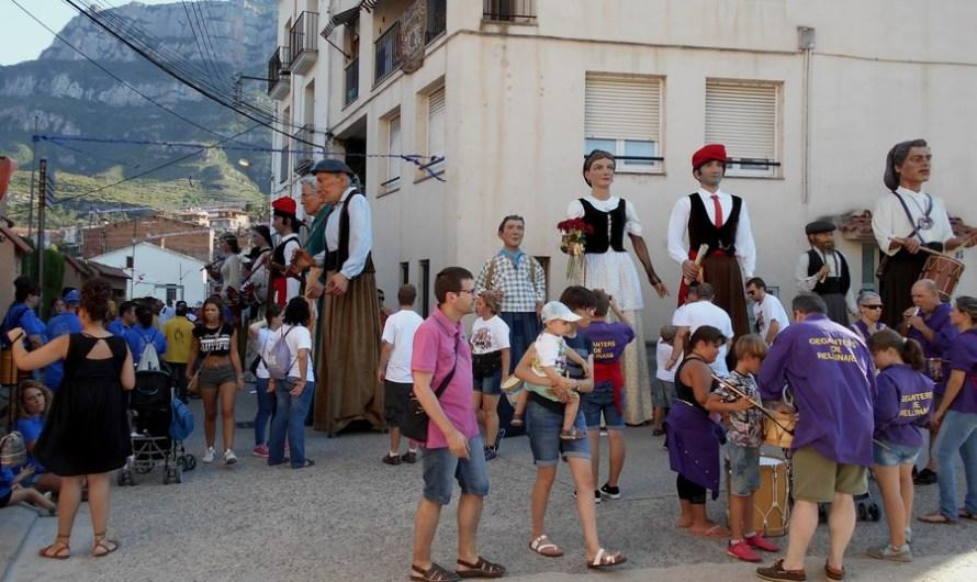 Lluida trobada de gegants al barri de Viserta a Monistrol de Montserrat.