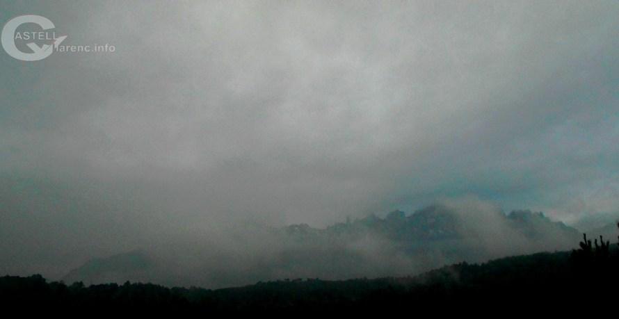 La nevada deixa la muntanya de Montserrat ben enfarinada.