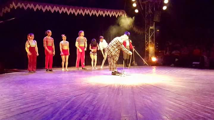 Alumnes de l'Escola Jaume Balmes visiten al conegut Circ Cric, d'en Tortell Poltrona