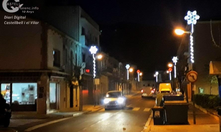 Comencen a posar les llums de Nadal a Castellbell.