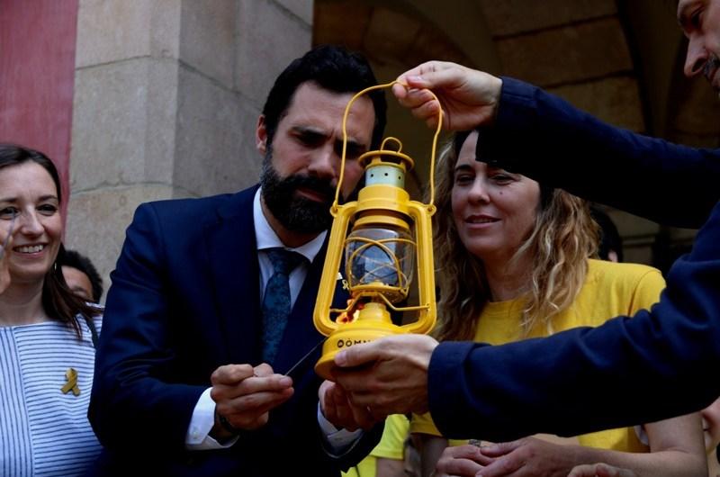 La Flama del Canigó al parlament de Catalunya