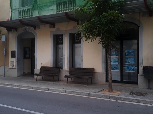 El Casal del pensionista, tancat per Vacances.