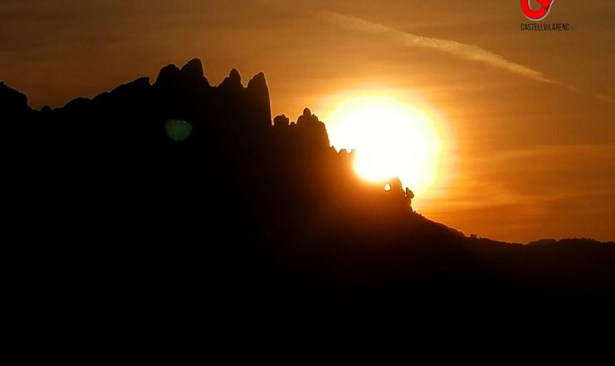 Castellbell i el Vilar potencia l'experiència de viure la posta de sol a través de la Foradada, una de les roques icòniques de Montserrat