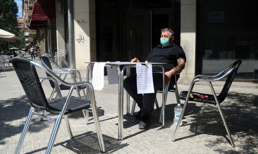 El restaurador de Manresa deixa la vaga de fam perquè l'Ajuntament li dona el permís per posar para-sols a la terrassa
