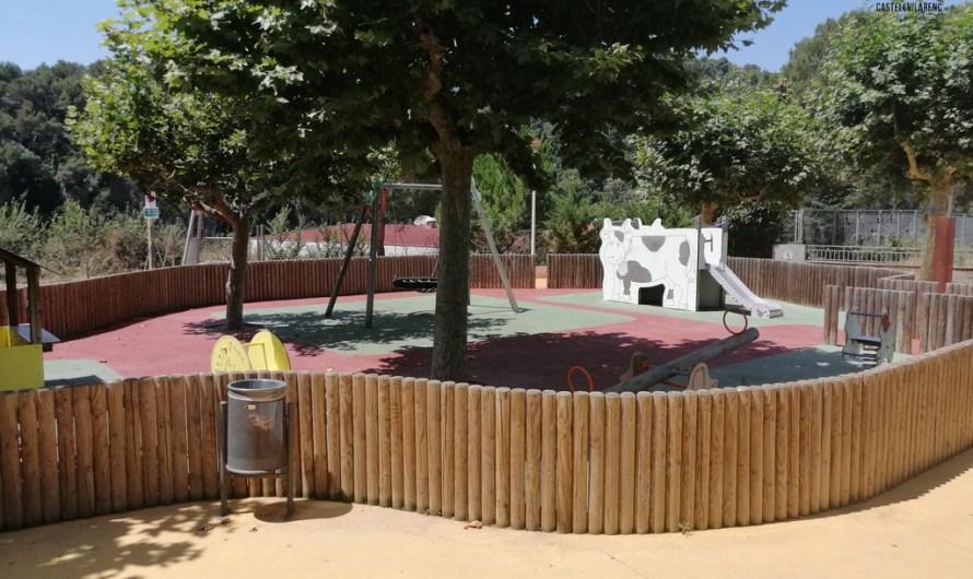 Així es reobre un parc infantil.