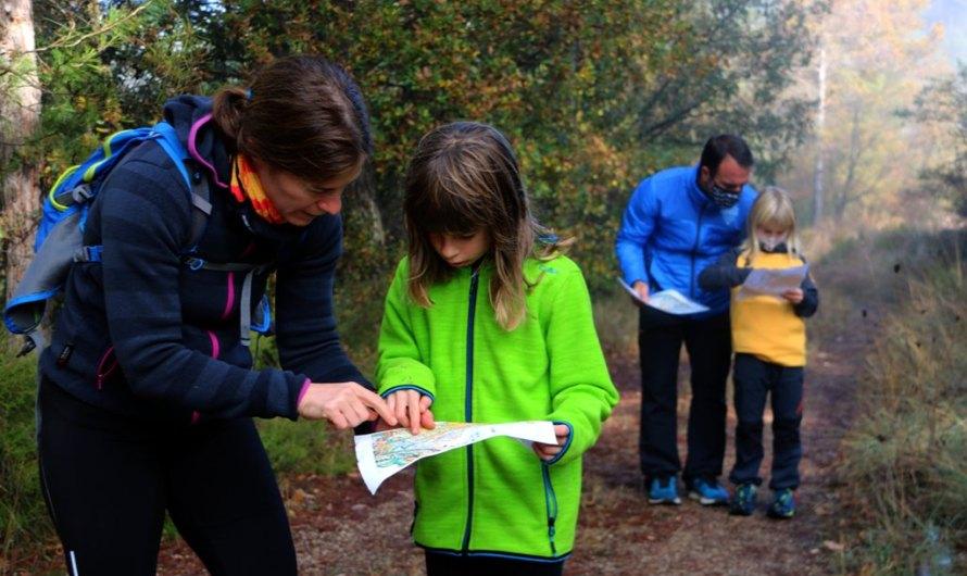 Aguilar de Segarra estrena un joc de pistes al bosc que permet a les famílies gaudir de l'entorn sense sortir del poble