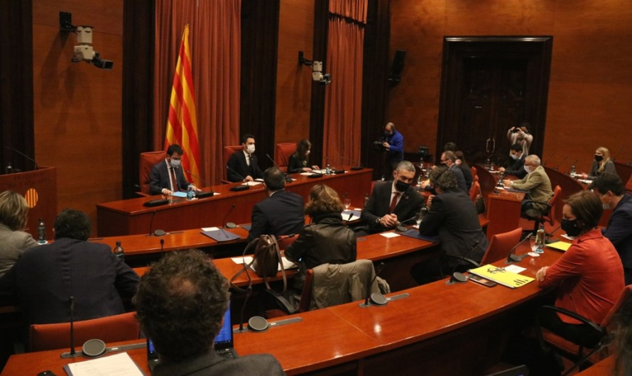 """Govern i partits arriben a un consens """"majoritari"""" per ajornar les eleccions fins al 30 de maig"""
