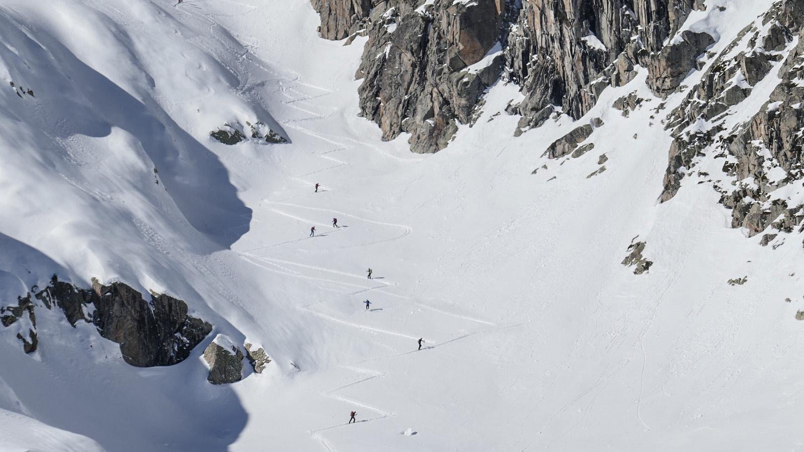 la traza en esquí de montaña