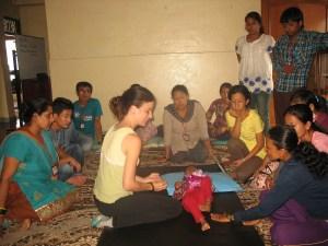 Formando al personal local en Sathi Sansar