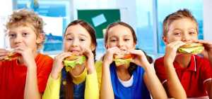 Kids eating nutritious lunch