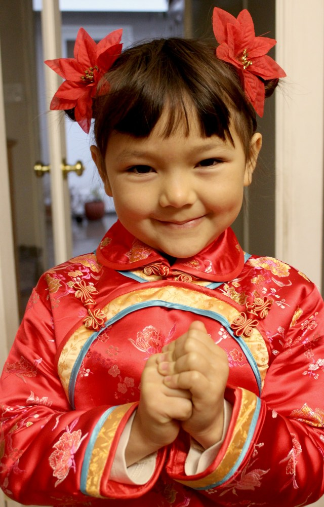 traditional chinese children's hairstyle: two buns on the