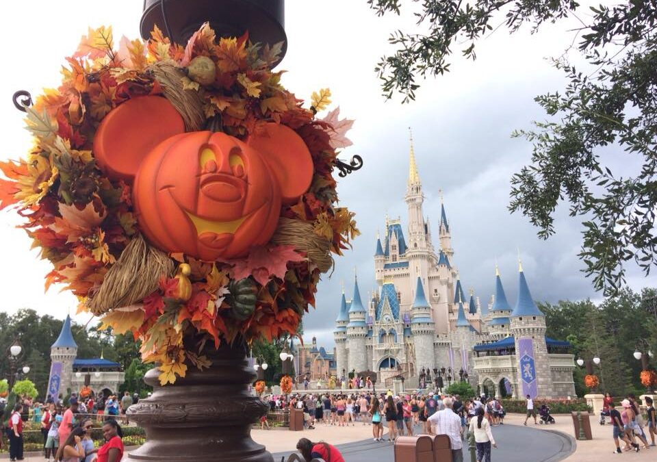 The best free halloween ecards found online. Will Mickey's Not So Scary Halloween Party return in 2021? - Castle Vacations