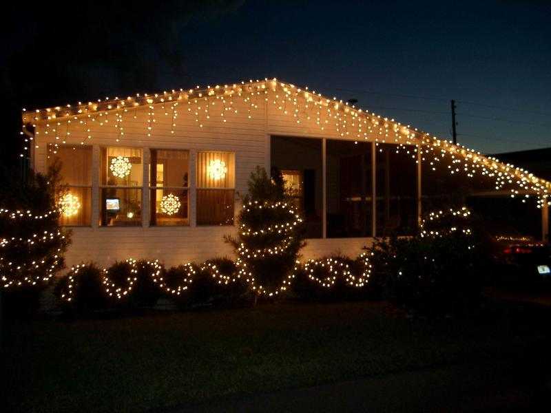 A fun look at photos of all kinds of Florida homes decorated for     A mobile home is a dwelling which is built on an integral chassis  They are  are prefabricated homes built in factories  rather than on site  and then  taken
