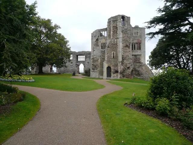 Newark Castle gardens