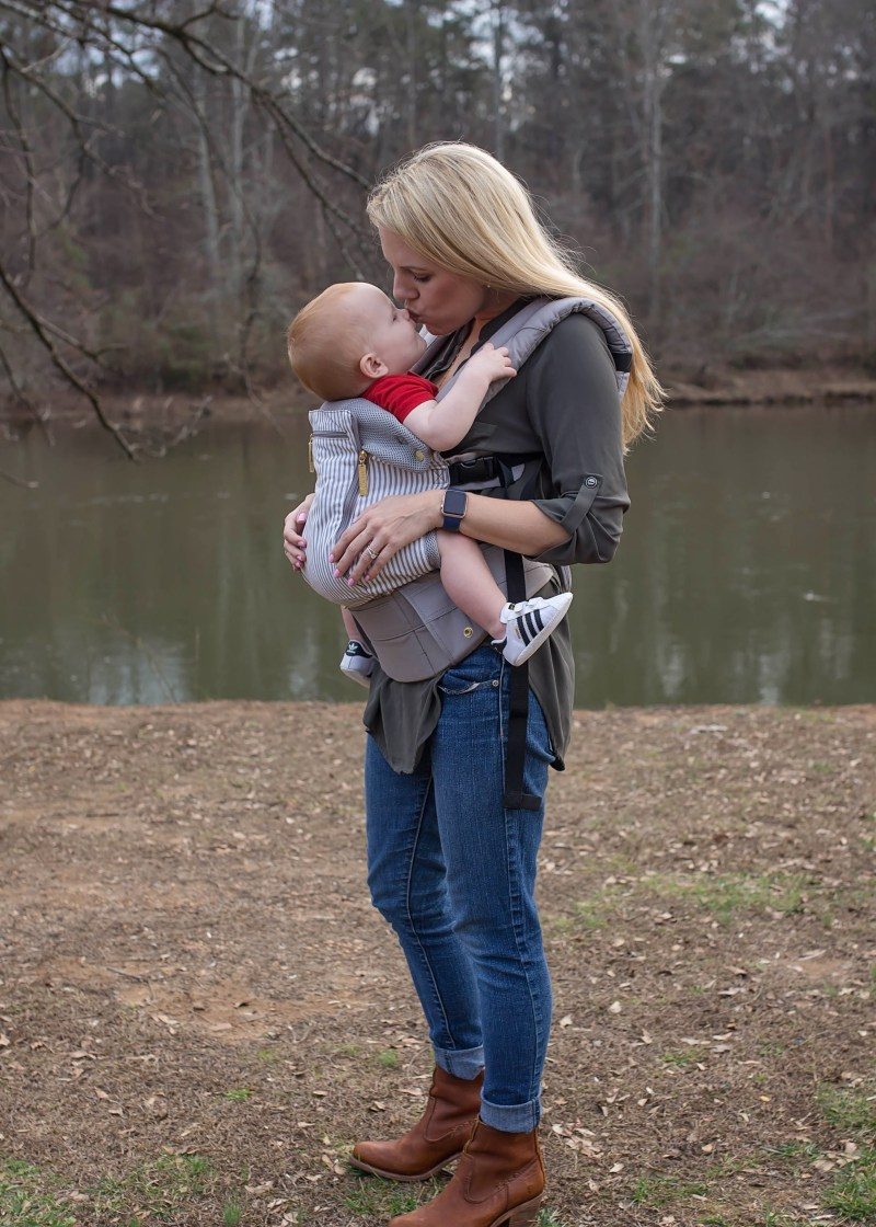 mamy baby boy kiss lillebaby carrier