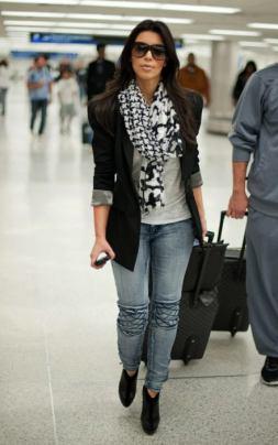 kim-kardashian-bebe-stitched-knee-skinny-jeans-jt-440