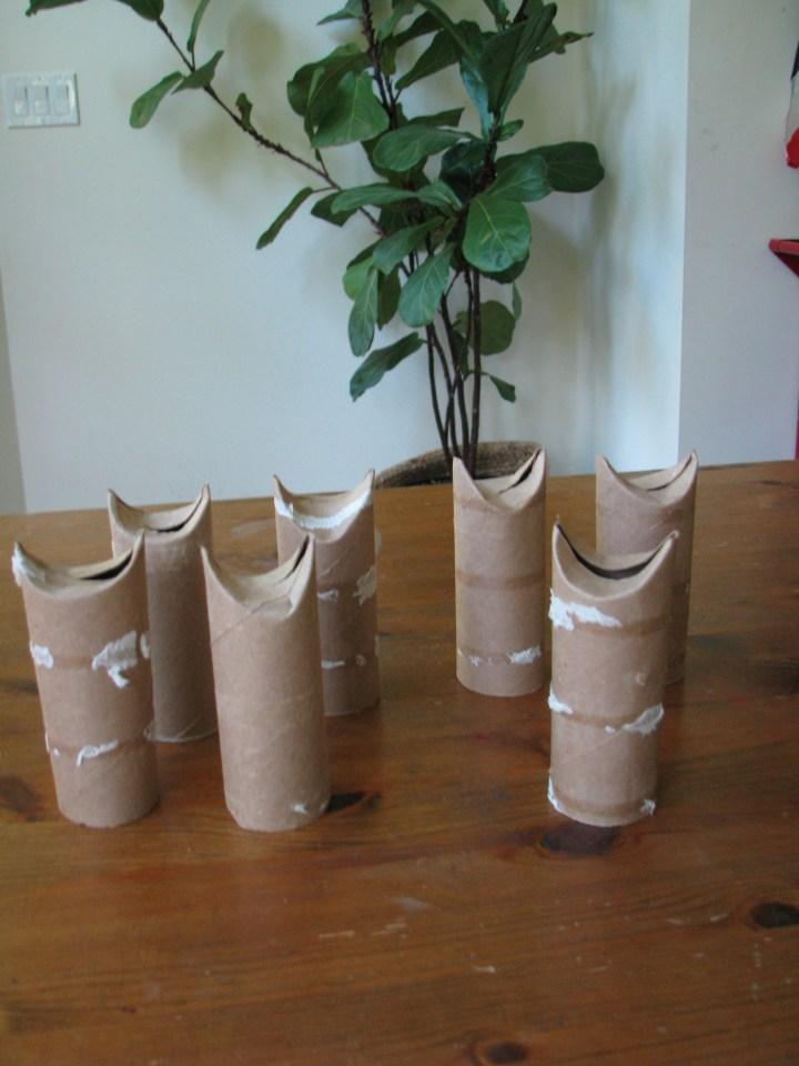 cardboard roll kitties