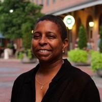 Dr. Renée Akbar
