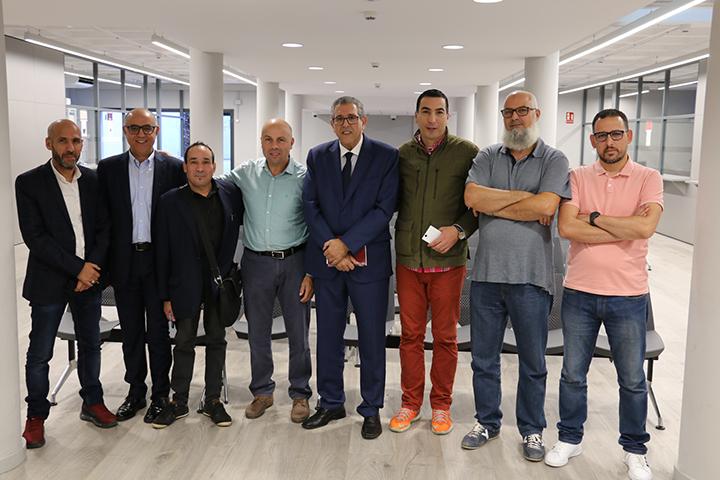 التهليل والتطبيل للقنصلية العامة للمملكة المغربية ببرشلونة.